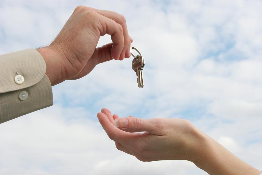 Realtor handing over keys to new tenant